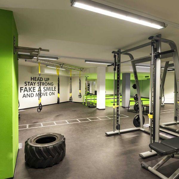 funtional_fitness_hall_hotel_mit_personal_trainer_fitnessprofgramm_aktivurlaub_südtirol_sport_im_urlaub