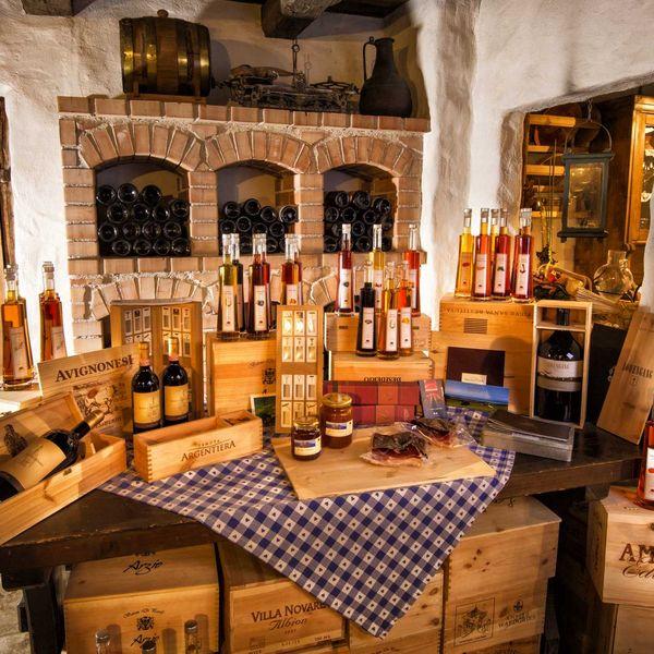 Preidlhof_shop_mit_hausgemahcten_produkten_regional_nachhaltig_saisonal_gourmet_hotel_luxus_hotel_5_sterne_resort