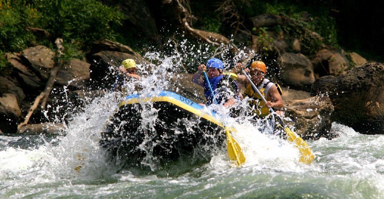 Raftingboot im Wasser