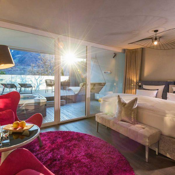 Suite_romantic_garden_suite_mit_whirlpool_terrasse_modernes_hotel_südtirol_luxushotel_südtirol_5_sterne_Hotel_naturns