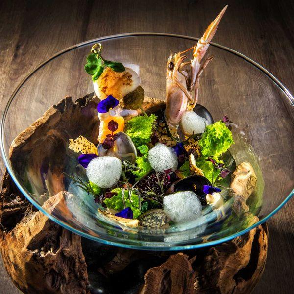 Gourmetküche_aquarium_variation_von_meeresfruechten_kreativ_haubenrestaurants_südtirol_hotel_für_feinschmecker_südtirol_gourmethotel_südtirol