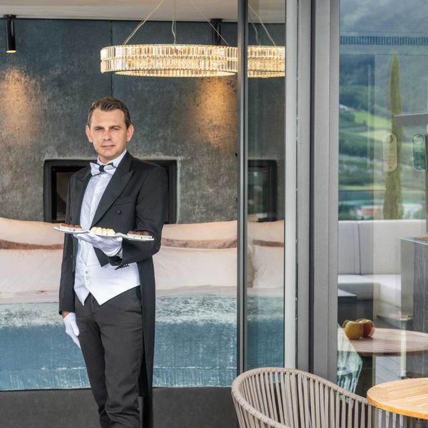 Butler_service_private_butler_penhouseuite_room_service_guter_service_luxus_hotels_südtirol_5_sterne_hotel_meraner_land