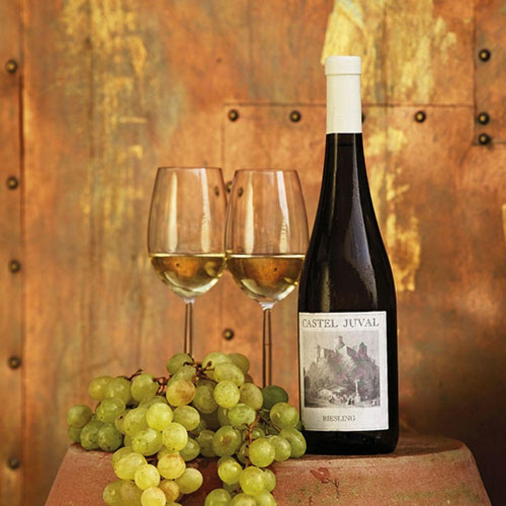 Wein mit Weingläsern
