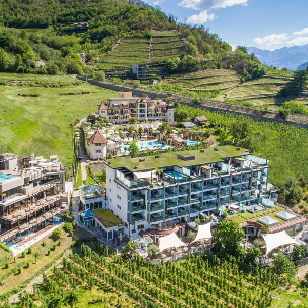 Meraner_Land_Umgebung_Aussenansicht_Hotel_Naturns_5_Sterne