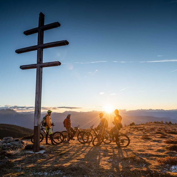 early_birds_sonnenaufgang_mountainbiketour_mountainbike_urlaub_in_südtirol_mtb_mountainbike_hotel_aktivurlaub_südtirol_meraner_land