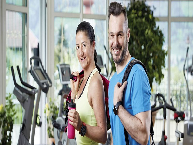 Paar im Fitnesscenter