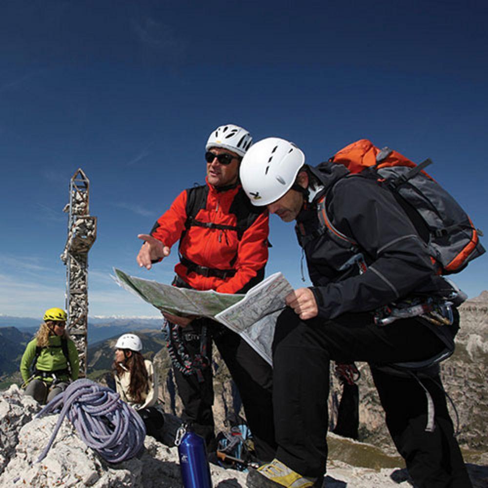 Kletterer am Gipfelkreuz