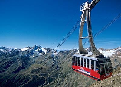 Cable railway in Schnalstaler Glacier